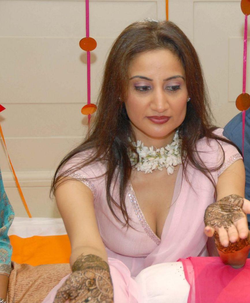 http://1.bp.blogspot.com/_JOZplrhOU9A/SfHJ-HxdcbI/AAAAAAAAHKU/cebdaGYNXtU/s1600/pakistanibridalgirl