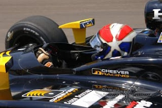 Eddie Cheever a bordo de seu carro na edição de 2006 das 500 Milhas