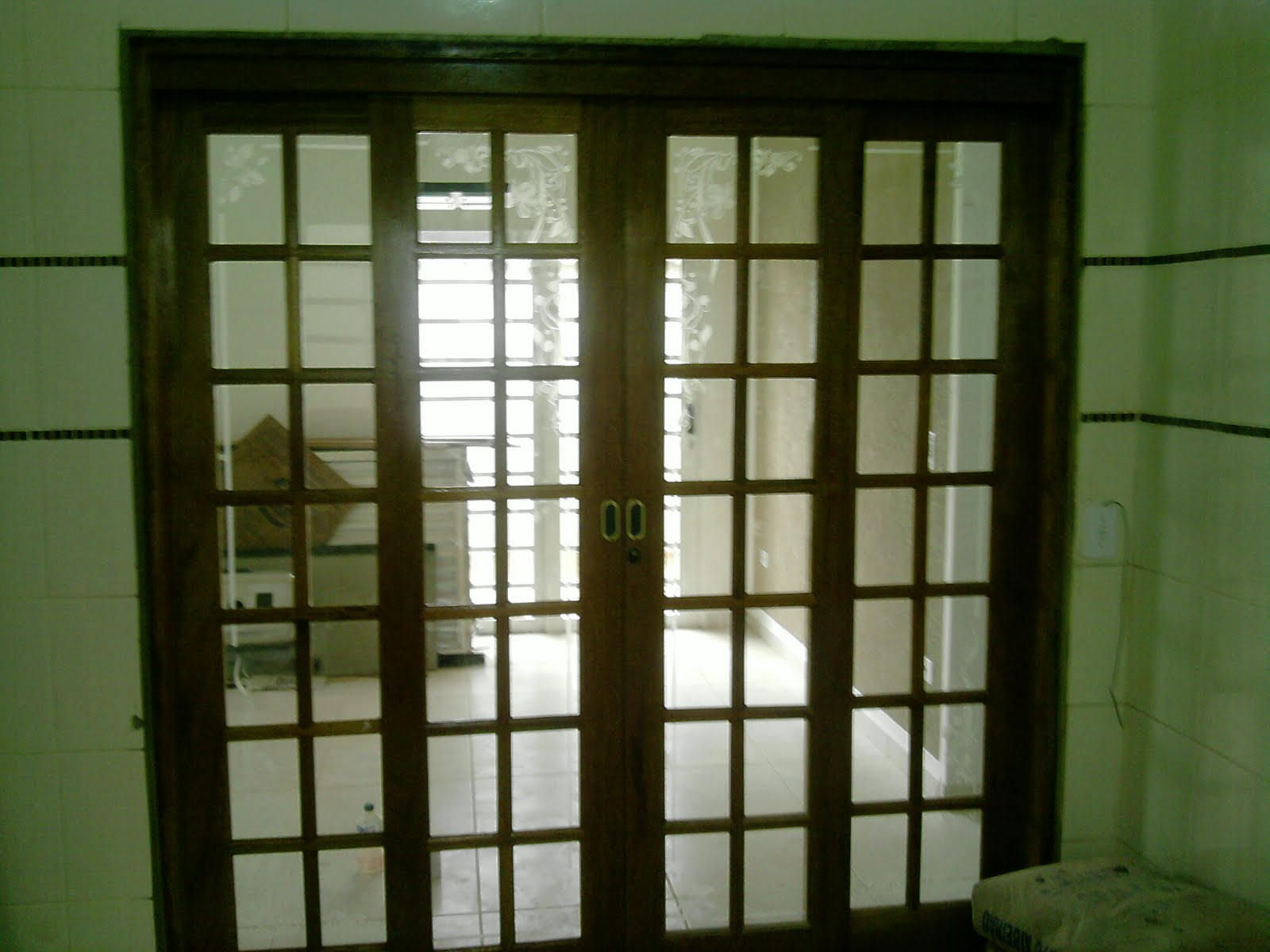janelas jateadas e desenhos sombreados #1E2209 1600 1200
