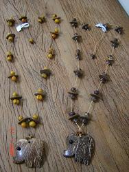 Colar com a semente de guapuruvu