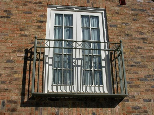 Alpha rail fabrications the origin of the juliette balcony for Balcony origin