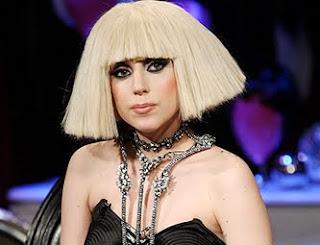 Lady Gaga acha que está cada dia mais parecida com Madonna