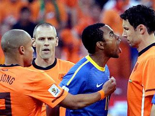 Na despedida, Brasil faz jogo acalorado com Holanda