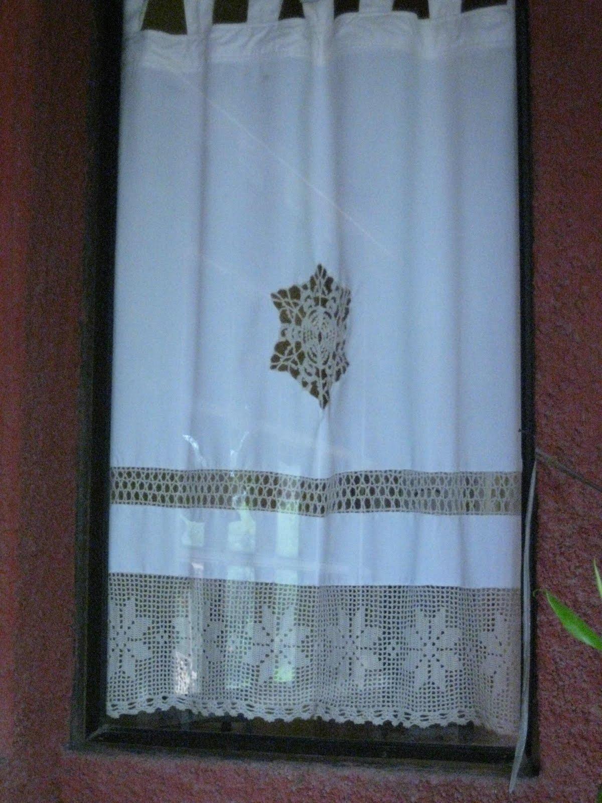 Mar a elena en lonqu n una cortina peque a a small curtain - Apliques para cortinas ...