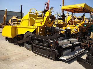 4 729995 REPARTIZOR ASFALT DEMAG DF 115 P Second Hand de vanzare utilaje drumuri asfalt 2002 52.500 Euro