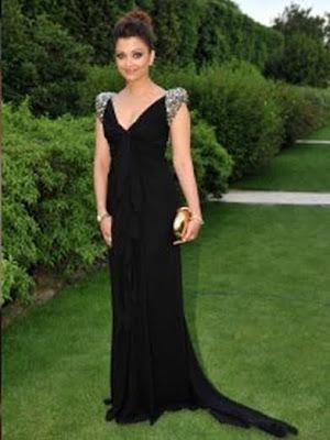 Aishwarya Rai is in black dress