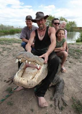 alligator wrestler Samantha is 350 alligators living at the farm