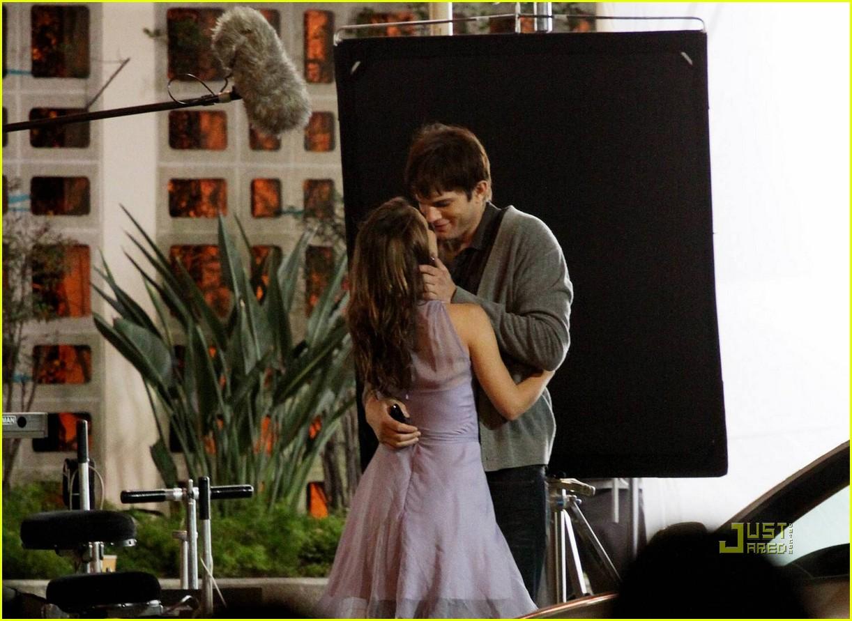 Natalie Portman & Ashton Kutcher Kiss Pics