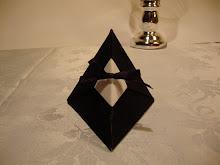 cajita piramide en origami cerrada