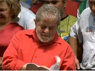 Lula levanta a camisa da Anese e folheia o PDS!!!! Parabens aos guerreiros de Brasilia!!!!