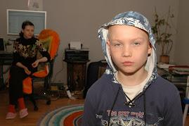 Я за компьютером и мой племянник Егор...