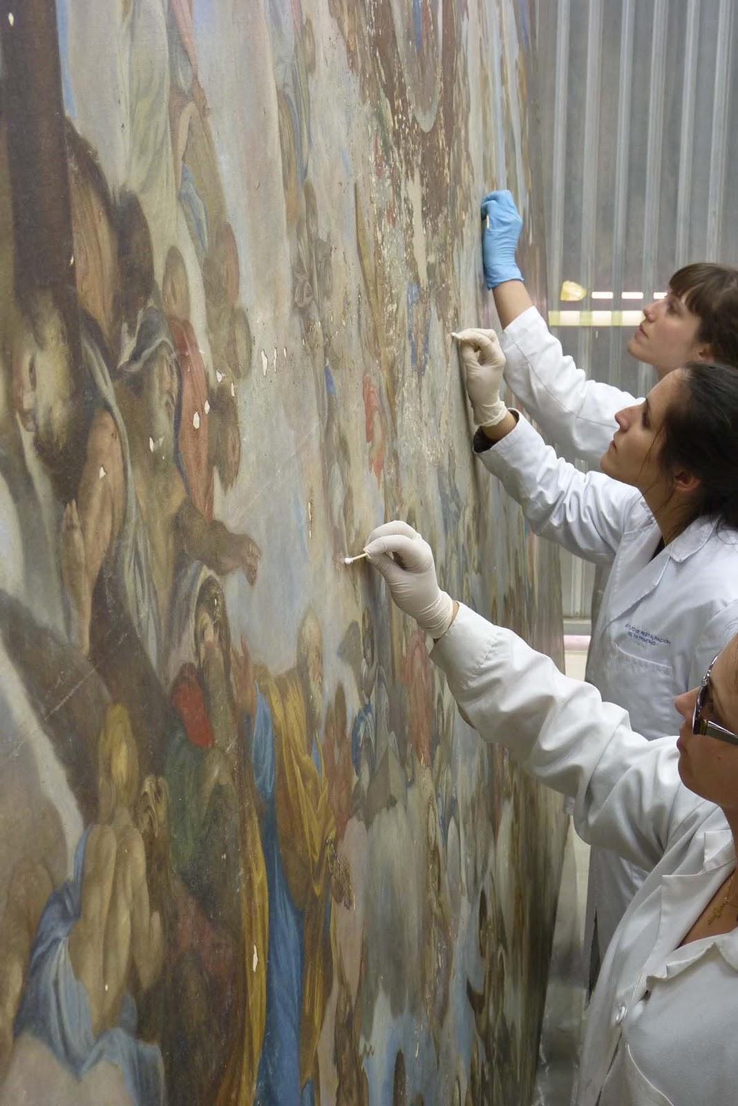 Formando restauradores restauraci n de las pinturas de la - Pintura dorada para madera ...