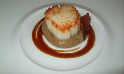Scallop with Jerusalem artichoke purée and onion escalivada at Cinc Sentits