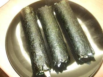 Rolled makizushi, ready for slicing