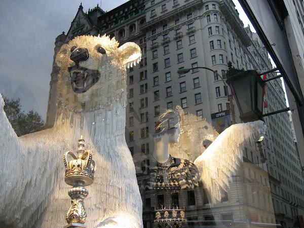 Plaza Polar Bears - Bergdorf Goodman bears terrorize the Plaza Condotel.