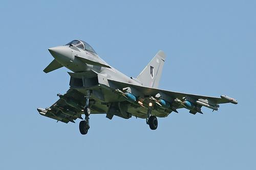 http://1.bp.blogspot.com/_JcIe4EsmDYA/TRQS2SSS0EI/AAAAAAAAApI/gE4eav2bANc/s1600/Typhoon+jet+fighters.jpg