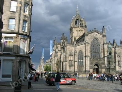 Edinburgh Kalesi yolu St Giles Cathedral'i