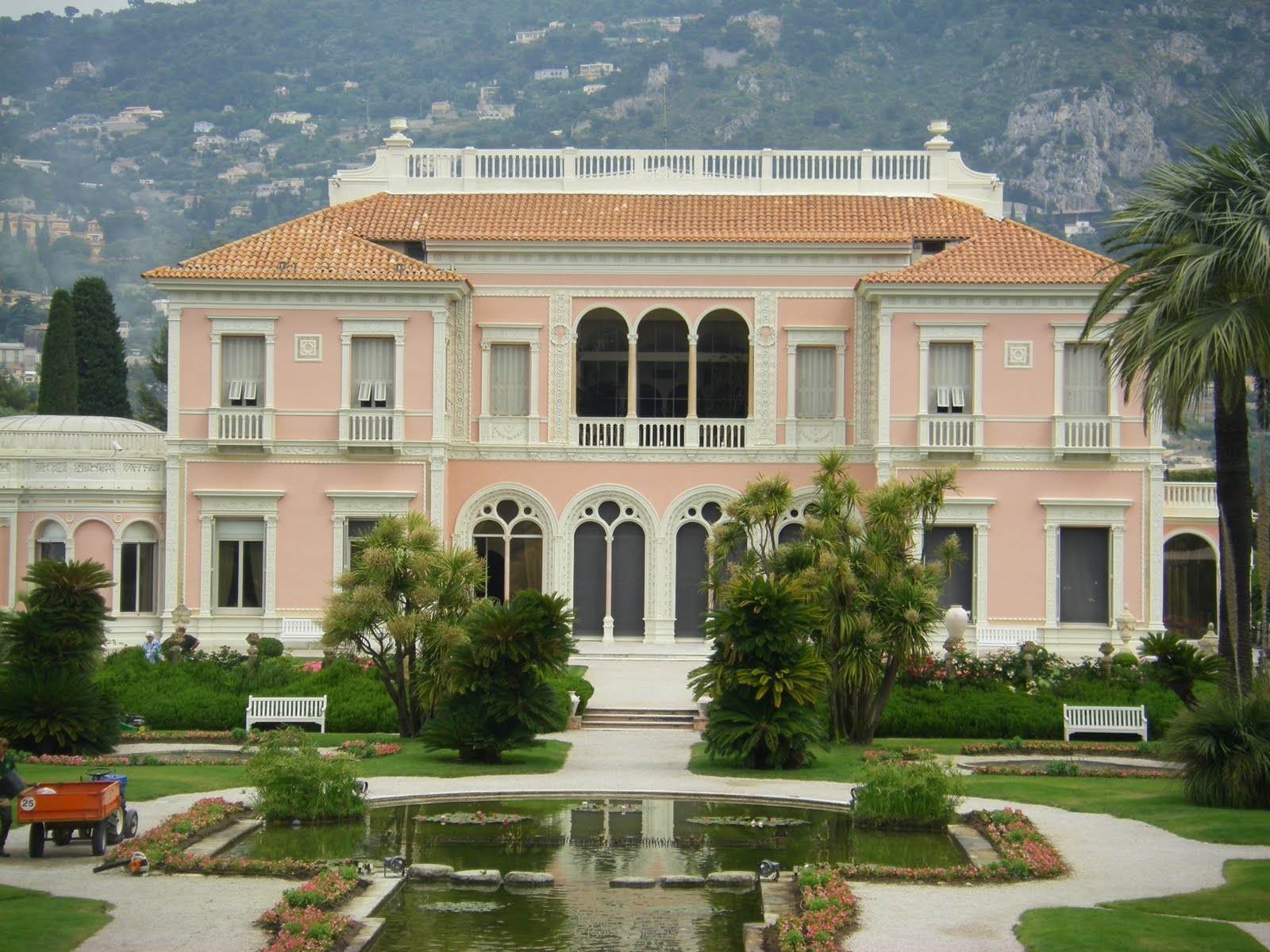 A box of chocolates villa jardins ephrussi de rothschild for Jardin villa rothschild