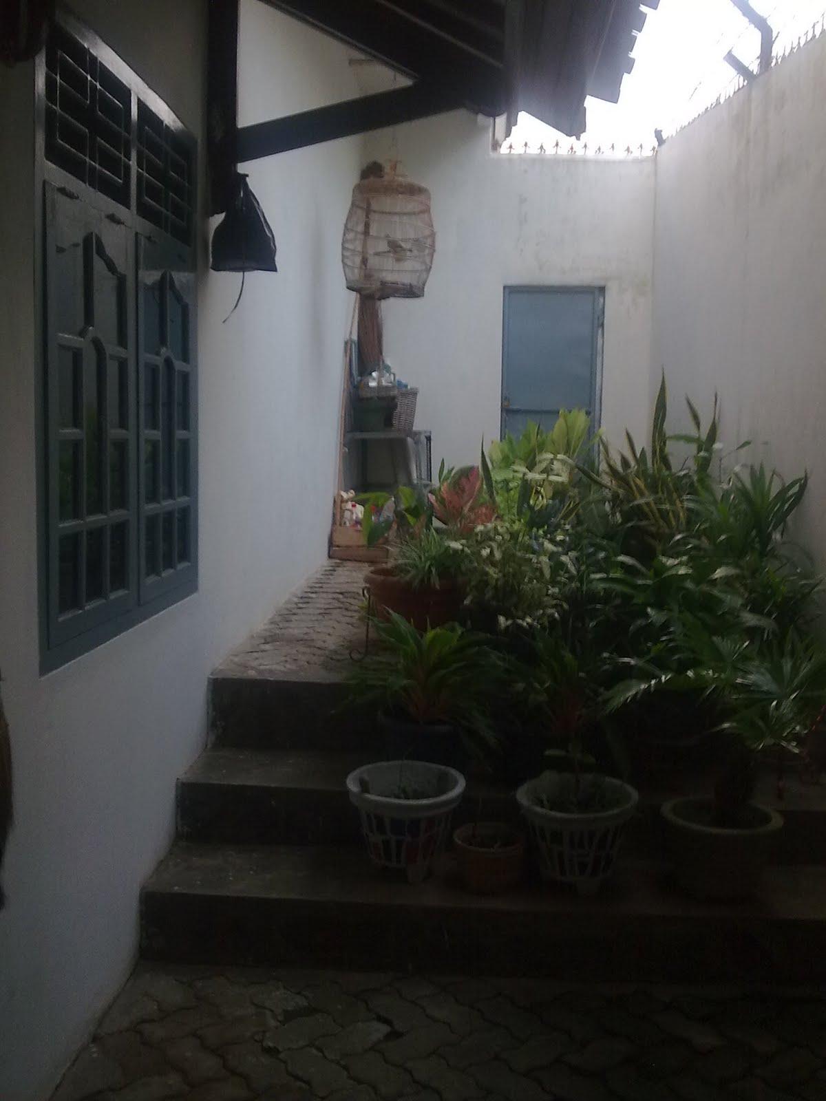 rumah kita pintu samping