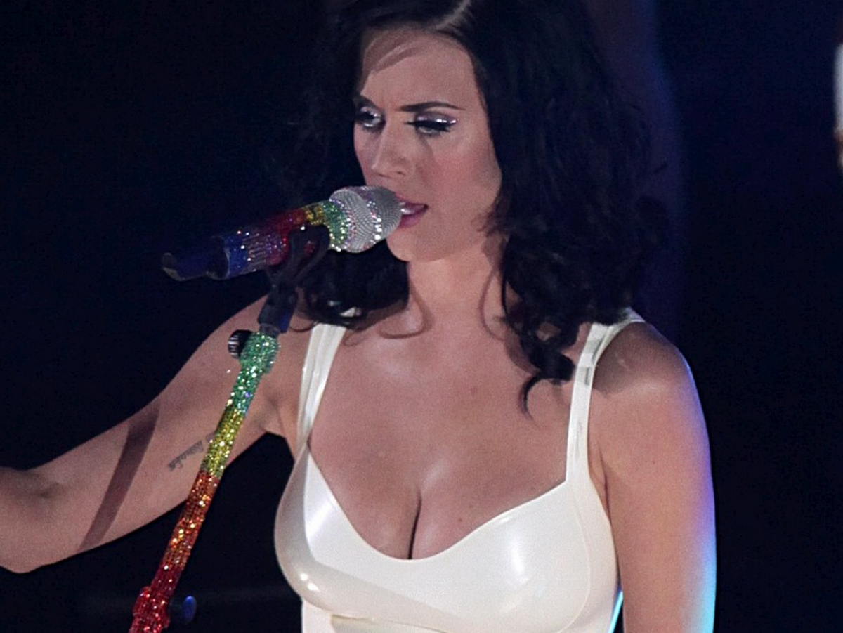 http://1.bp.blogspot.com/_Jgc-vQ1t70k/TOH_thLLuGI/AAAAAAAAADI/26ulnxMG_4k/s1600/Katy_Perry_big_tits_tight_dress_nipple_visible_pokies_cleavage_Radio+1+Awards_10.jpg