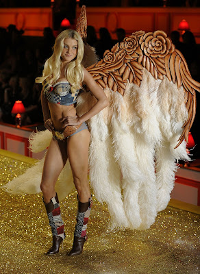 Jessica Stam sexy lingeriei Victoria's Secret Fashion Show