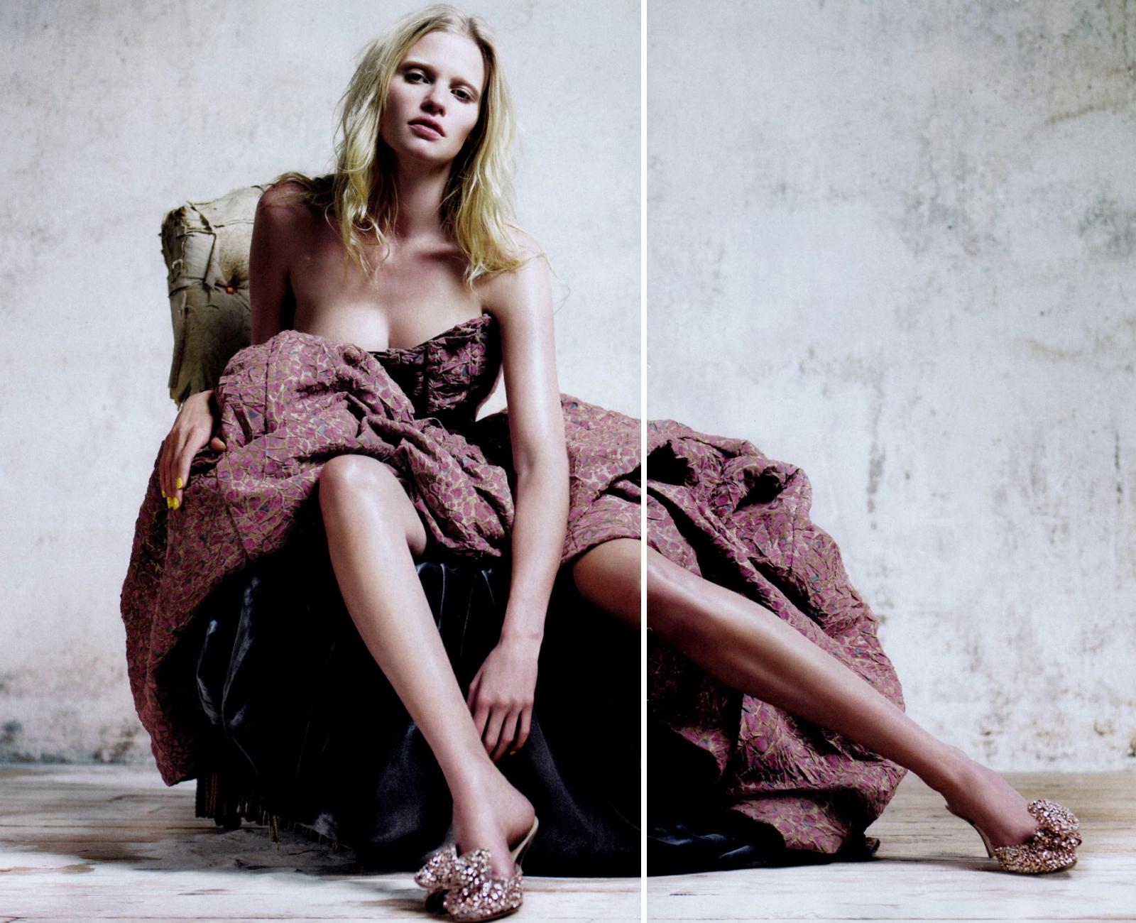 http://1.bp.blogspot.com/_Jgc-vQ1t70k/TOT0g4E3RqI/AAAAAAAAAM8/2wtueiggFQc/s1600/Lara_Stone_nude_sexy_for_Vogue_%2B1.jpg