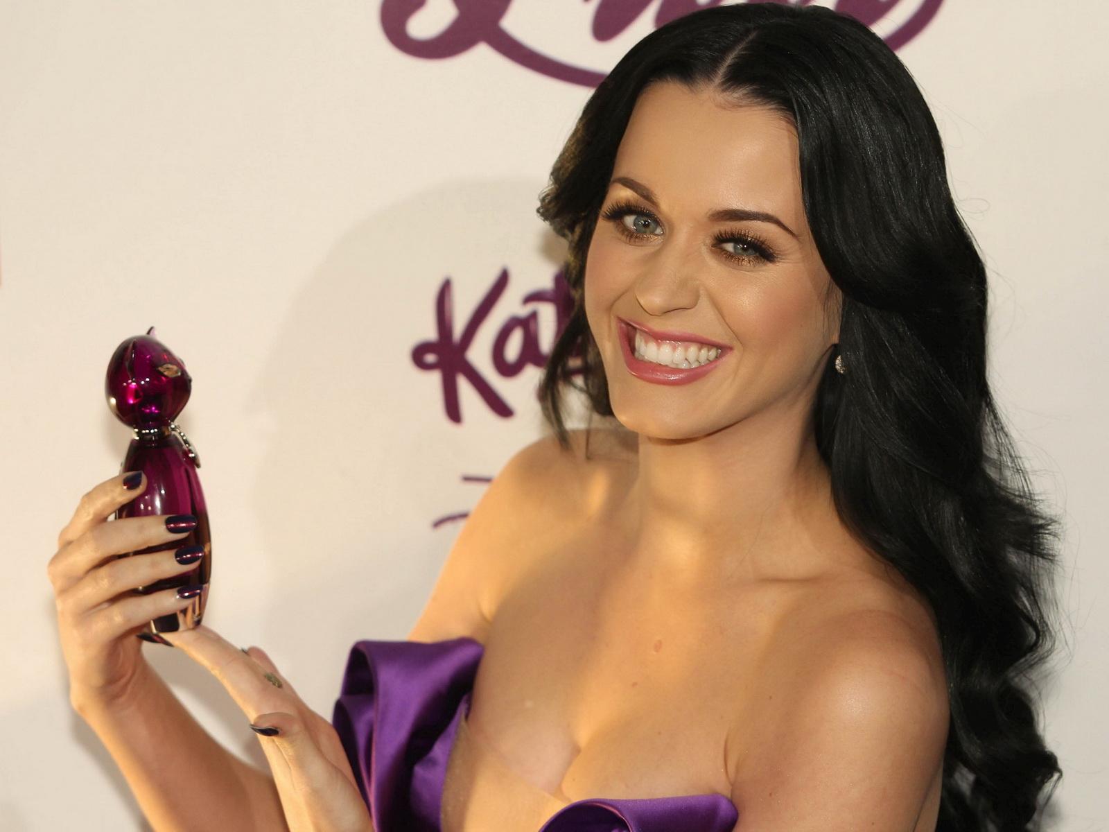 http://1.bp.blogspot.com/_Jgc-vQ1t70k/TU_vwK0gjII/AAAAAAAAAv8/suUd4-r97Qg/s1600/Katy_Perry_cleavage_areola_slip_cleavage_1.jpg