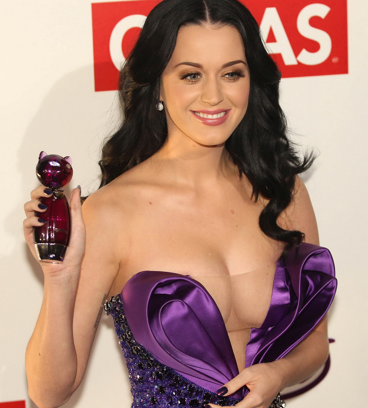 CONG COK Katy Perry Cleavage Areola Slip