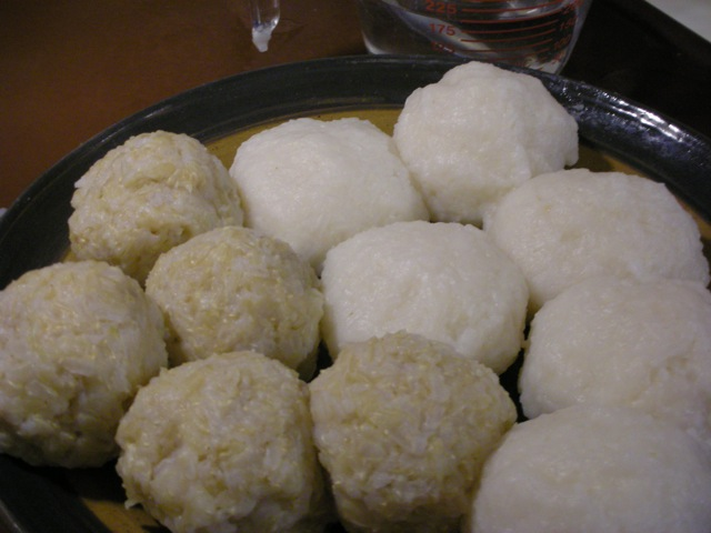 BetumiBlog: Recipe #52: Rice balls (omo tuo), white and