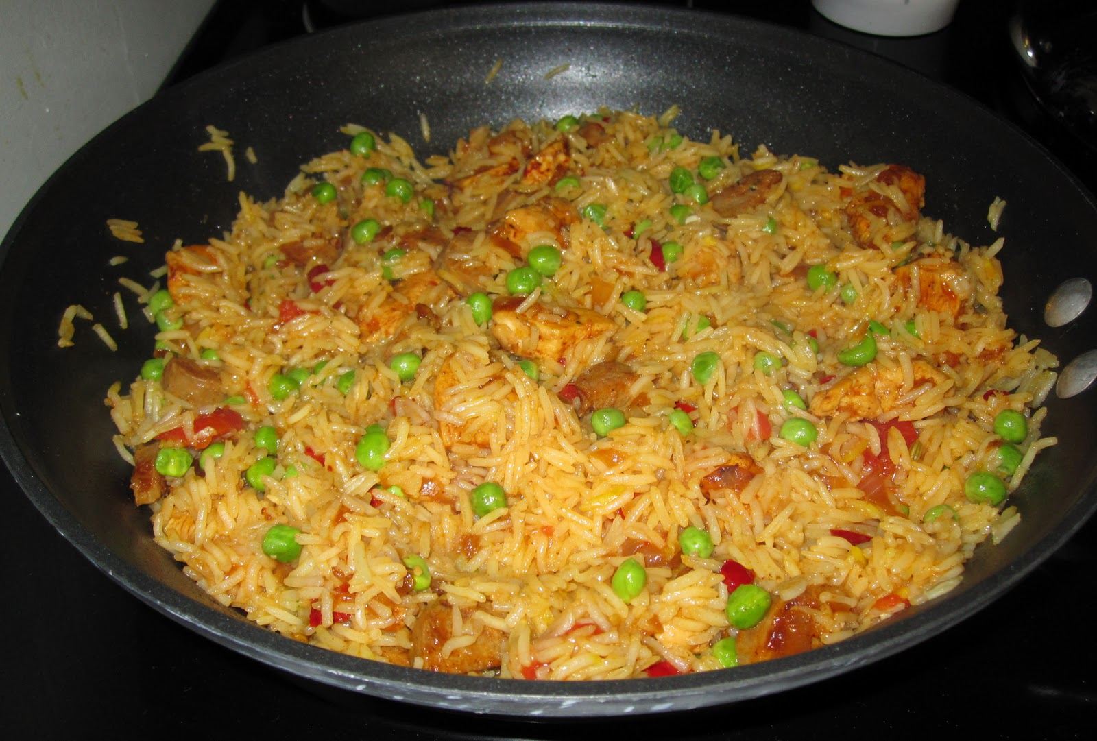 Confessions of a Cookaholic: Chicken and Sausage Paella
