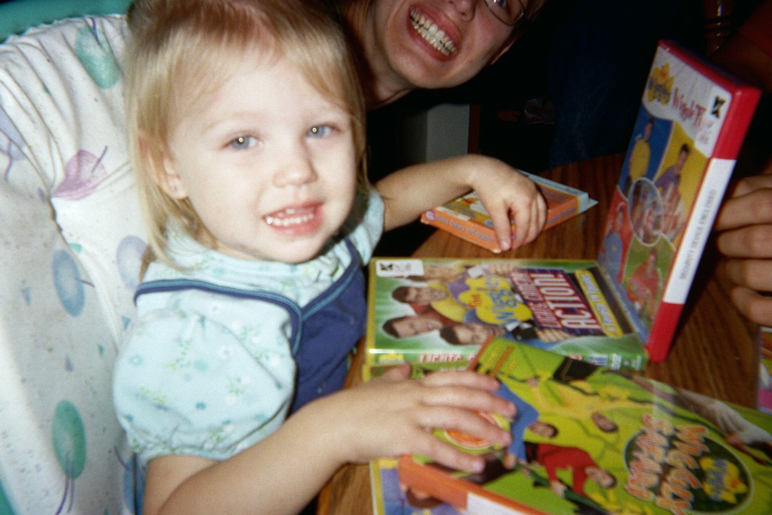[Hannah+happy+about+her+Wiggles+DVD]