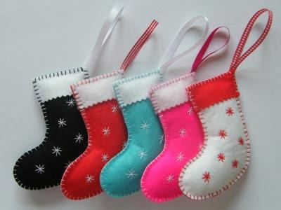 Vilt stof lint on pinterest felt ornaments felt and for Felt stocking decorations