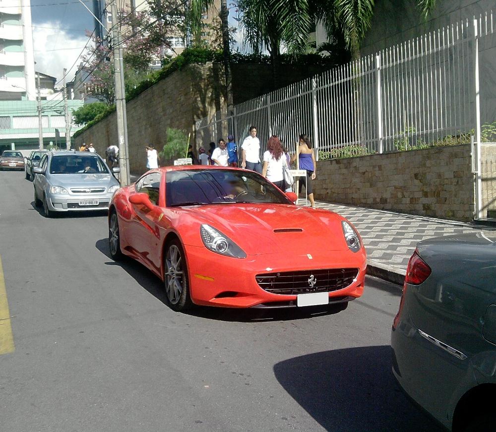 Itaúna Super Carros: Ferrari California
