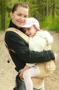 Manni aitab tassida Ergo Baby Carrier Looduspere ökopoest (klikka pildil)
