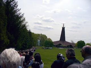 OLOF Huge Statue
