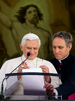 http://1.bp.blogspot.com/_Jo7lJoQhtjw/S51kdlPbBXI/AAAAAAAANyk/vmWJ5tnuasw/s400/pope+gay+amd_pope-gaenswein+guardian+co+uk.jpg