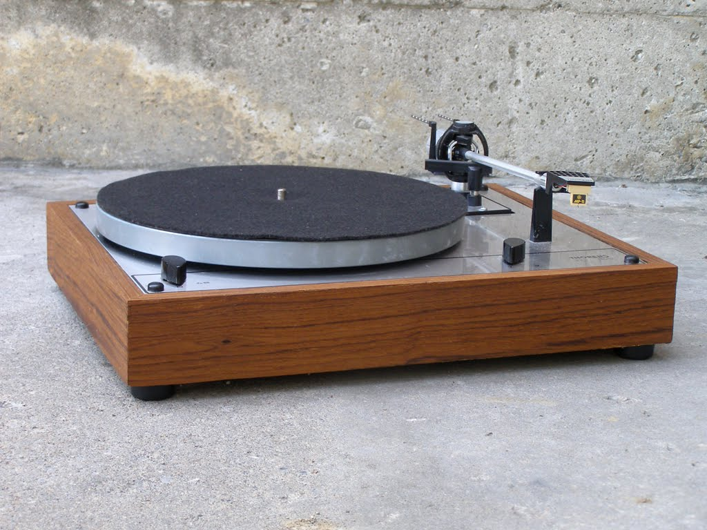 seventies stereo thorens td 165 with teak base. Black Bedroom Furniture Sets. Home Design Ideas