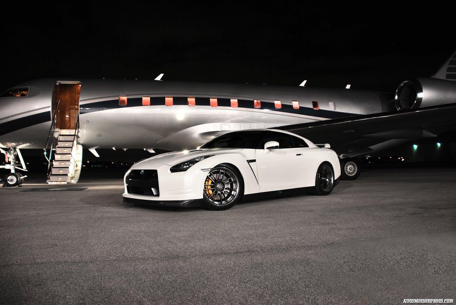 http://1.bp.blogspot.com/_JpAzjGpfpp0/TOshqSu6olI/AAAAAAAAA3Q/4vEQnS7m2zU/s1600/nissan-skyline-gtr-side-white.jpg