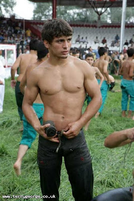 Turkish_Oil_Wrestling_2006_35458.jpg