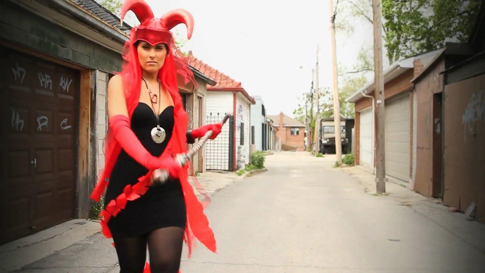 http://1.bp.blogspot.com/_JzQNdWmweVc/TE-Y1QSSXOI/AAAAAAAAAec/j7rsav3SaOE/s1600/Nelly+Furtado+-+Bajo+Otra+Luz+%28feat.+La+Mala+Rodriguez%29+%5BHD+1080p%5D.avi_snapshot_00.19_%5B2010.07.27_20.30.10%5D.jpg