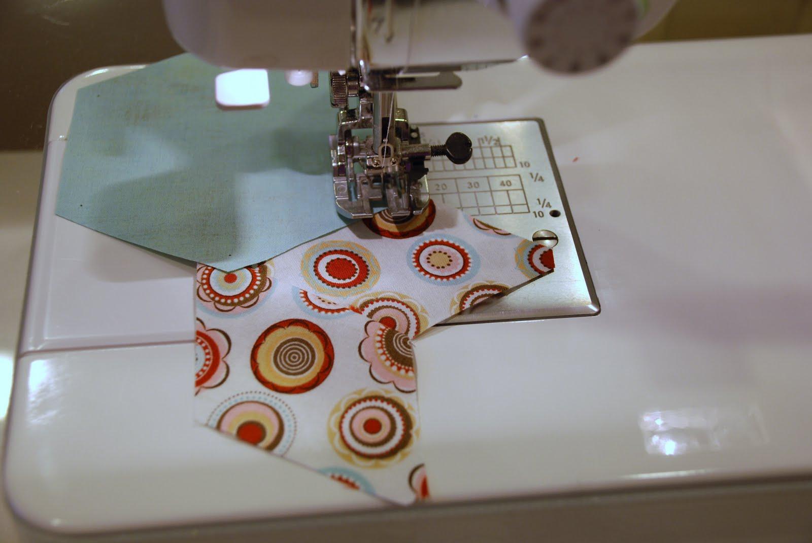 http://1.bp.blogspot.com/_JzsD4GHzGks/TE9dLr2VdCI/AAAAAAAAFFI/V7auD5r7SIo/s1600/machine+sew+along+10.JPG