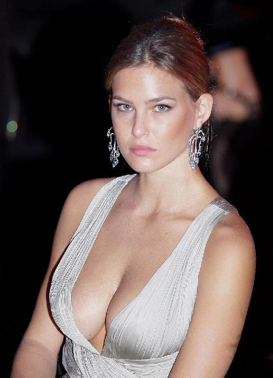 leonardo dicaprio girlfriend bar refaeli. leonardo dicaprio girlfriend