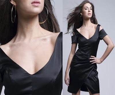 рокля с триъгълно деколте