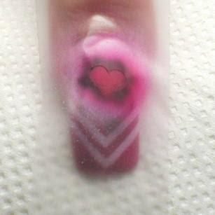 10 стъпка - пръскаме с ярко розово в центъра