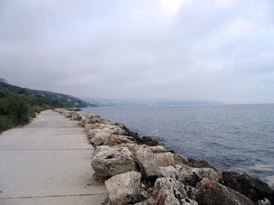 крайбрежната алея Балчик - пътя към Албена