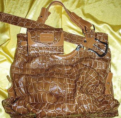 чанти колани и портмонета