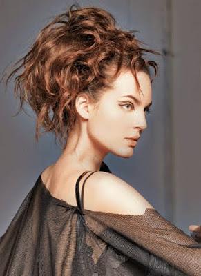 вдигната рошава коса