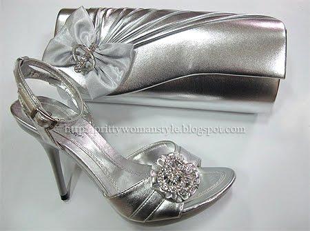 сребърни сандали и чантичка