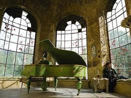 Zongora holdszálláson