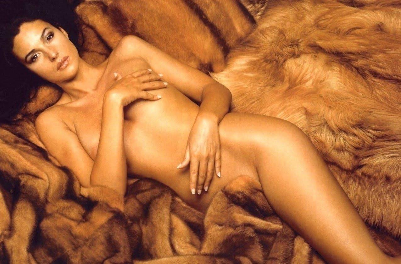 La Actriz Italiana Casi Al Desnudo